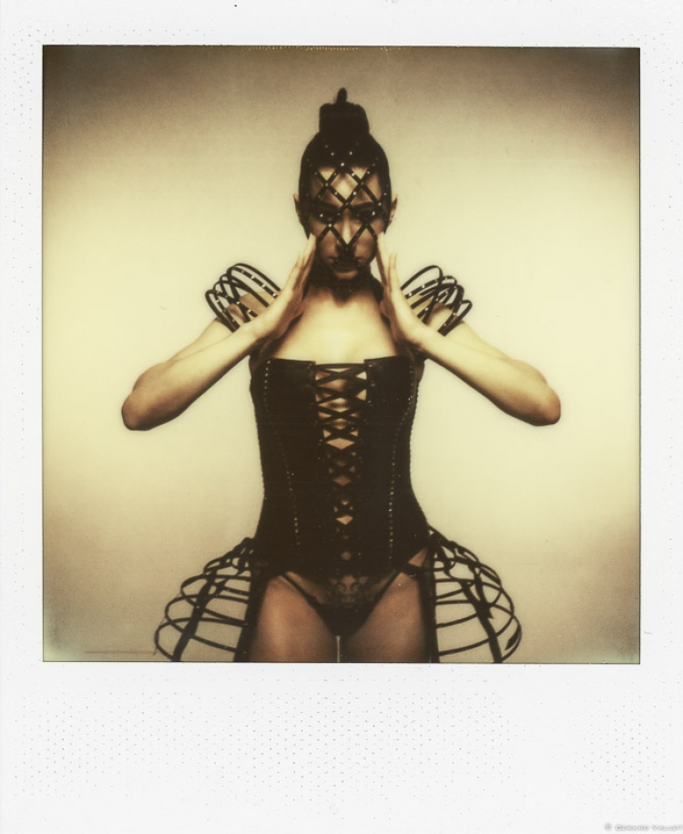 Catalogue lingerie, Joelle Vergne, Studio Bordeaux, SLR670 + Impossible color 600